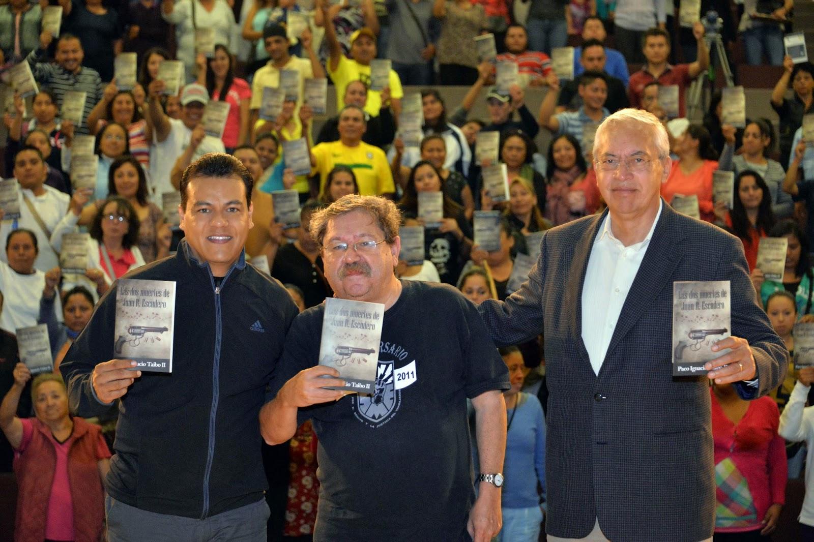 Imagen de Regalar�n en Neza libro de Paco Ignacio Taibo II;  habr� concurso literario