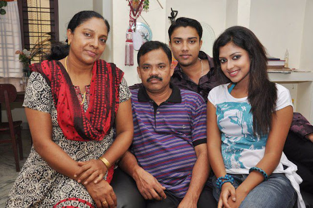 Amala Paul with her family