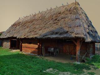 Soptonul -constructie din lemn si nuiele de rachita, acoperita cu stuf