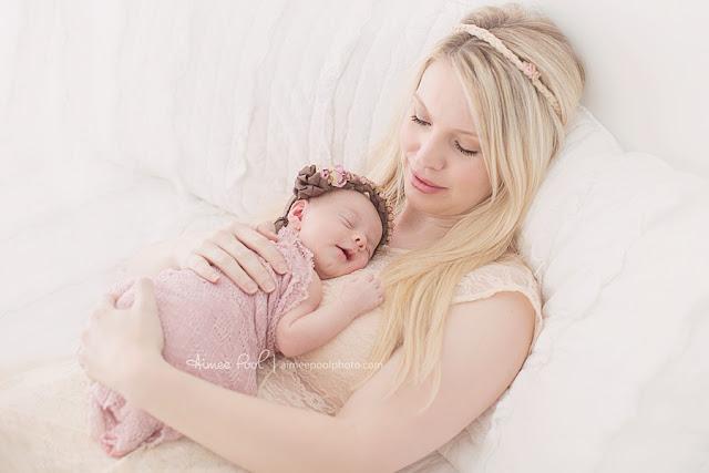 Photo bébé fille nouveau-née et maman