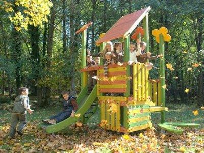Como decorar la casa decorando afuera para disfrutar la for Casas de jardin infantiles