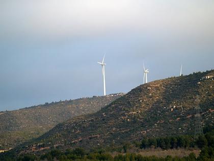Molins del Parc Eòlic de la Serra de Rubió des del Camí de Sant Pere d'Ardesa