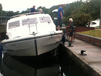 Hireboat stuck in lock