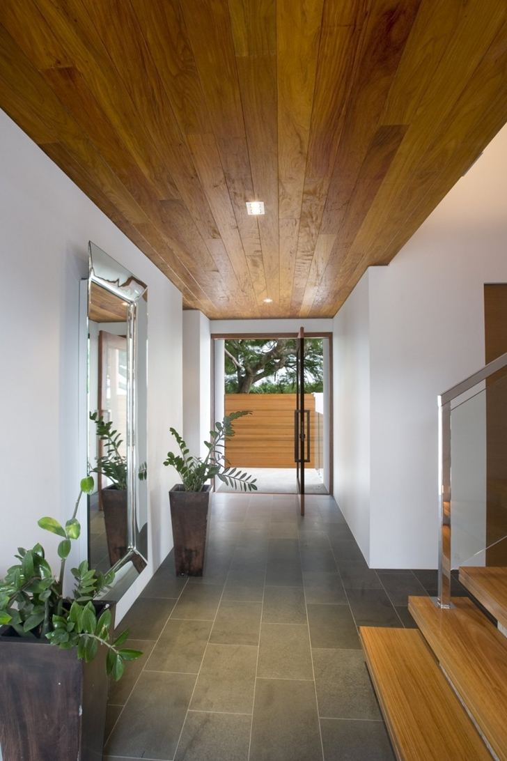 Entrance hallway of Modern house at Amalfi Drive by BGD Architects