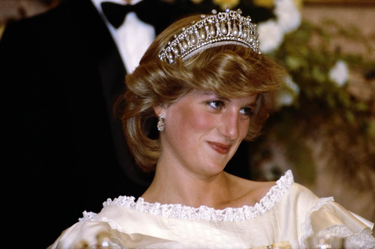 http://3.bp.blogspot.com/--kR9HdVXnHo/TaM7MW18FtI/AAAAAAAAD3g/MTbW5FbBe-E/s1600/Greatest_Crown_Jewels23.jpg