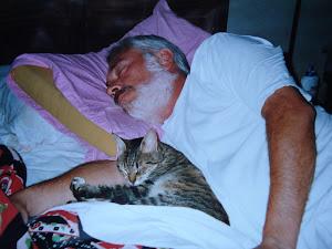 Néstor Soria y su gata Mursi