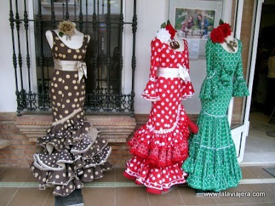Trajes de flamenca en el roc o - Telas de flamenca online ...