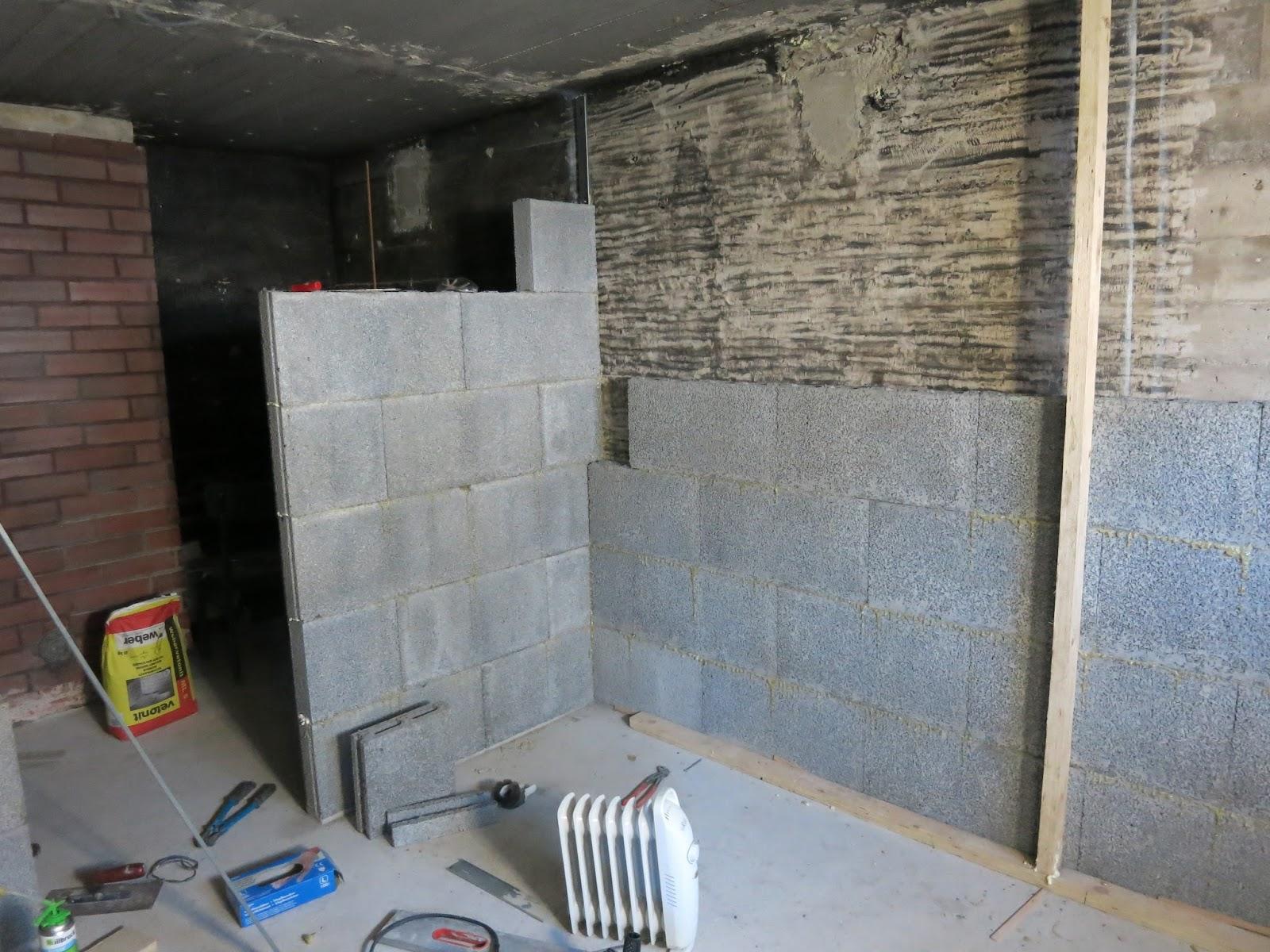 Söta drömmar: badrum och bastu: väggarna byggs upp