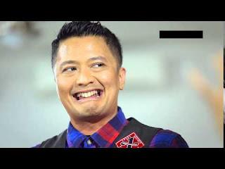 6 Artis Pria Indonesia Yang Terkenal ke Banci-Bancian, Ngakak !