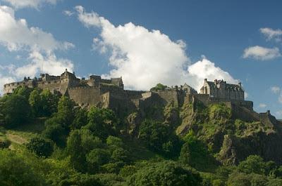 Kastil Paling Berhantu di Inggris