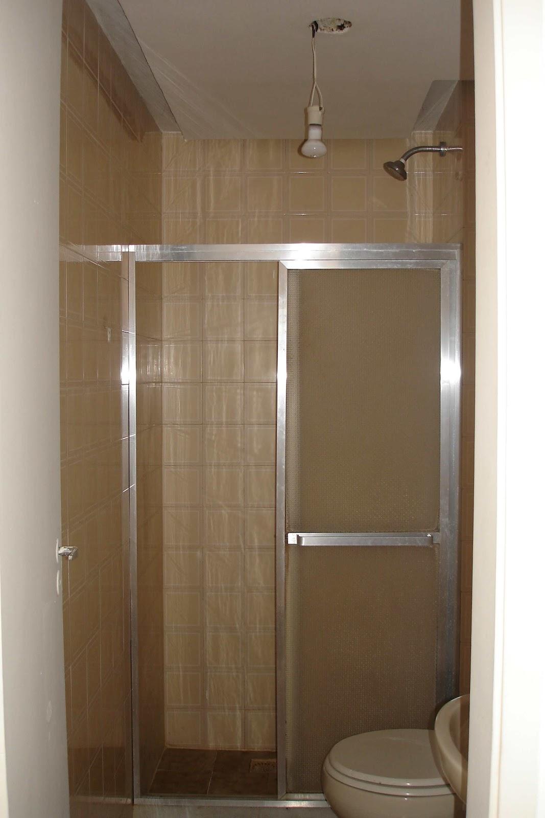 Reforma de Apartamento na Tijuca: Antes da reforma #463221 1067x1600 Banheiro Com Cortina Na Janela
