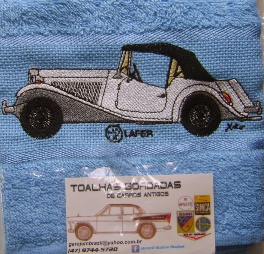 O MP Lafer ganha toalha bordada por iniciativa do artesão Xiko, de Joinville, Santa Catarina.