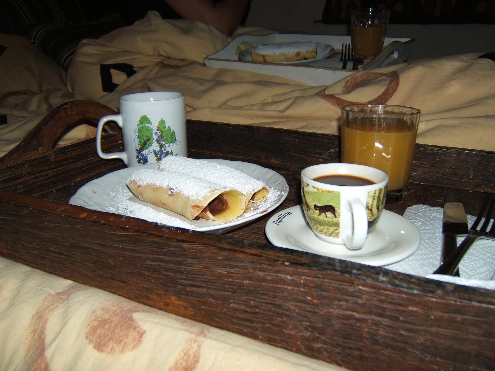 Uno storico in cucina colazione a letto della domenica - Colazione al letto ...