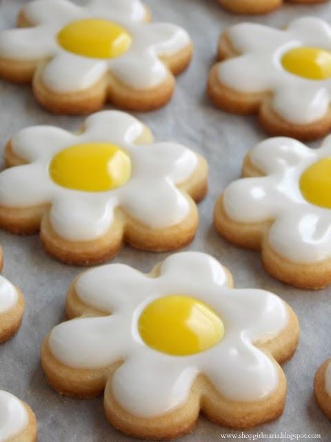 http://shopgirlmaria.blogspot.com/2013/03/daisy-sugar-cookies.html