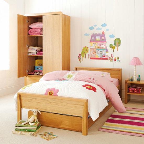 Preciosa decoraci n de la habitaci n de ni os con for Pegatinas habitacion infantil