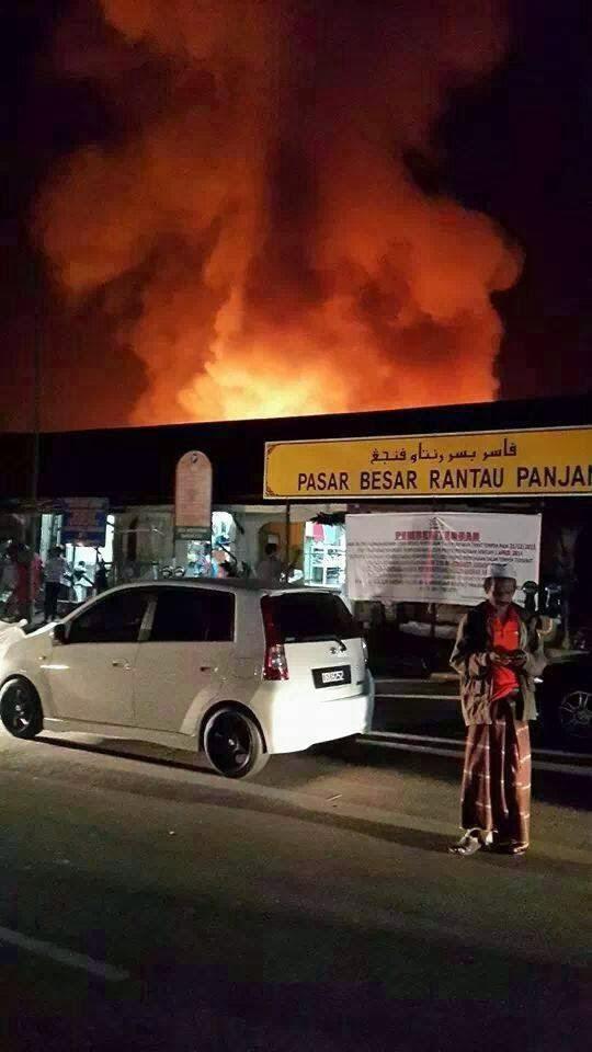 Gambar Pasar Besar Besar Rantau Panjang terbakar !