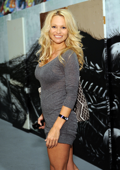 pamela anderson event make up pambition.com 02 Pamela Anderson at MOCA Art In The Streets [April 14, 2011]
