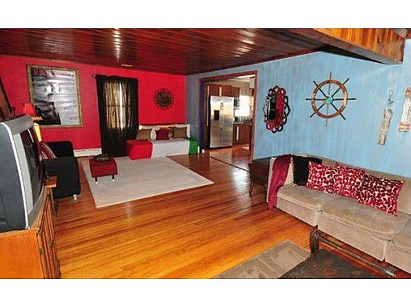 Real Estate Snitch Wednesdays Jersey Shore House  : JerseyShoreHouseLivingroom3 from v-meni.blogspot.com size 596 x 446 jpeg 83kB