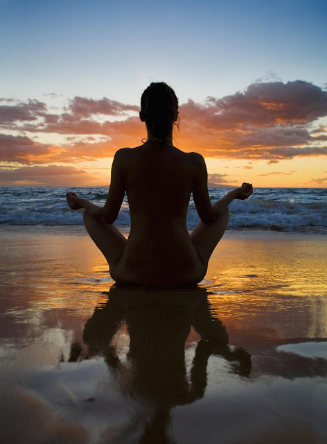 Zen-itude (c) Pinterest meditation plage yoga zen soleil coucher