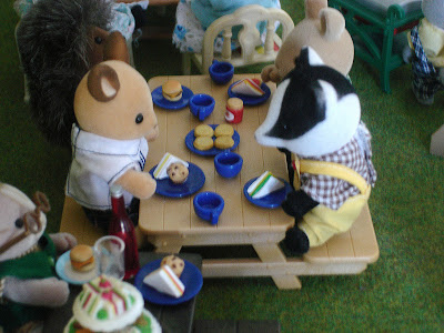 Sylvanian Families Diamond Jubilee Picnic Buckley Deer father & Underwood Badger father