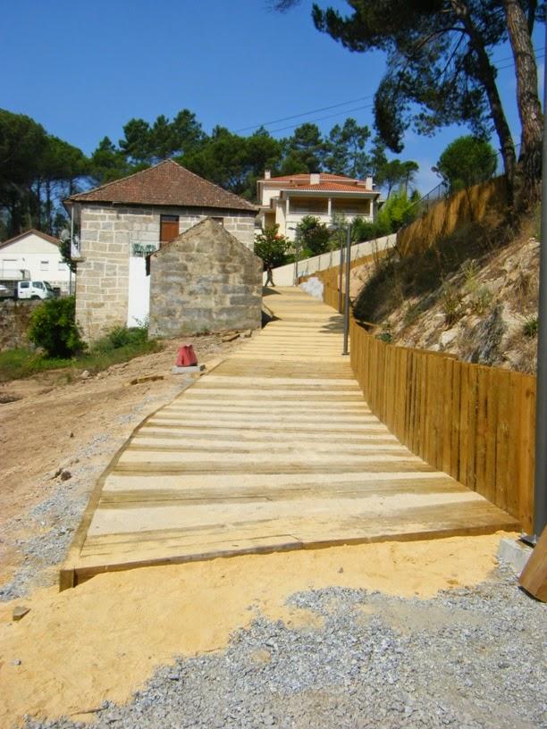 Passadiço em madeira para a praia Fluvial