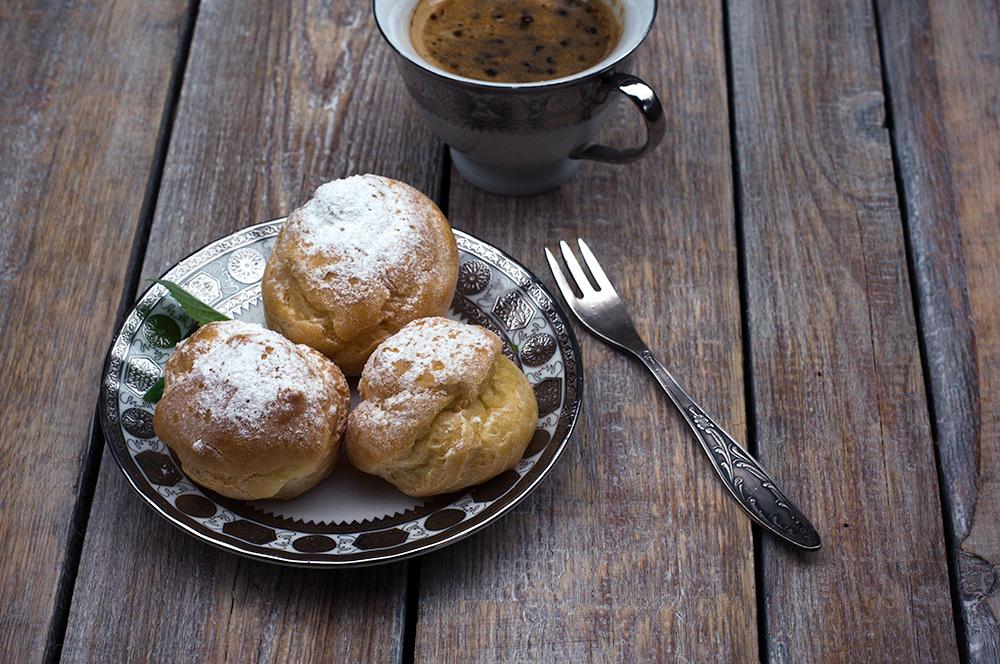 заварные пирожные с кофе