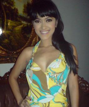 SUPER HOT ARTIS INDONESIA : Julia Perez, Dewi Persik, Sarah ...