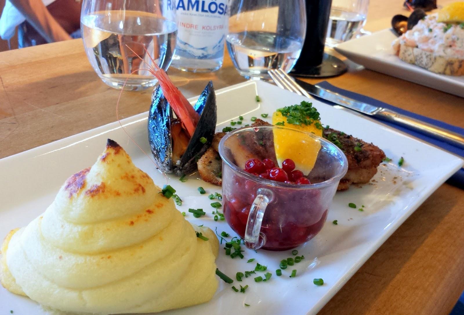 Lunch at Restaurant Gabriel Fiskkyrka  |  Postcard from Göteborg Gothenburg  |  http://afeatherynest.com