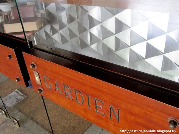 Paris 13eme - Résidence Xaintrailles  Architectes: Roger Anger, Pierre Puccinelli (L'oeuf)  Intégration: L'Oeuf Centre d'Etudes  Construction: 1968