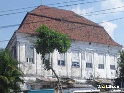 Rumah Setan Surabaya