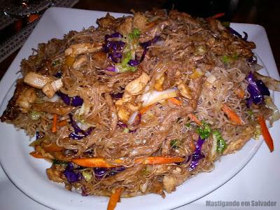Restuarante Taisan: Macarrão Bifum com Carne, Frango e Legumes