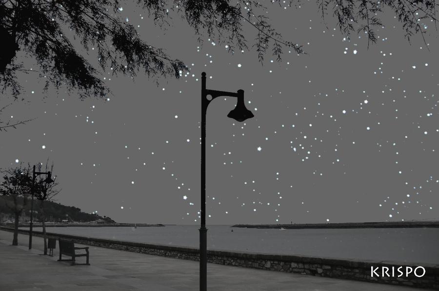 vista de mar y estrellas desde paseo en hondarribia