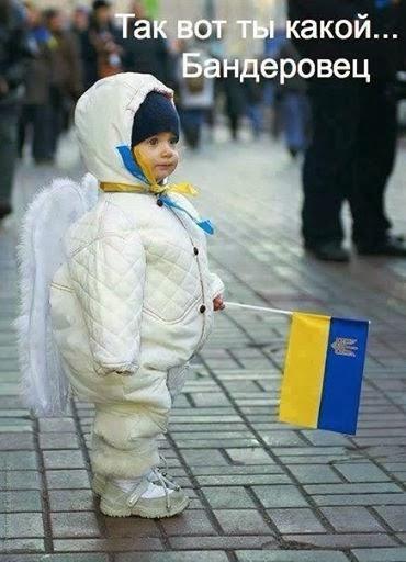 ребёнок-ангел с украинским флажком