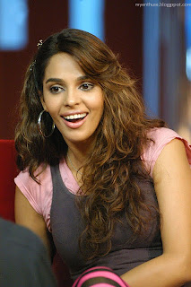 smiling mallika sherawat wallpaper