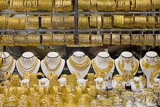 Selling gold jewelry for cash How to sell gold jewelry and make