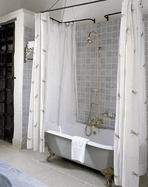To da loos: Don\'t you just love double shower curtains?