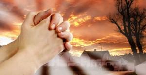 Caen con la oración