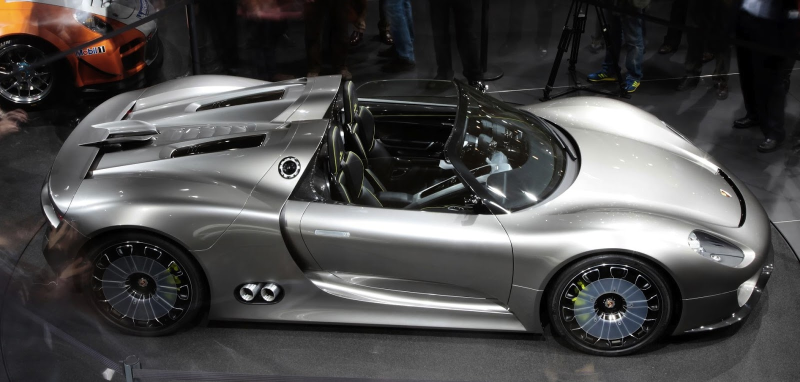 speedmonkey porsche 918 spyder production car retains those exhausts. Black Bedroom Furniture Sets. Home Design Ideas