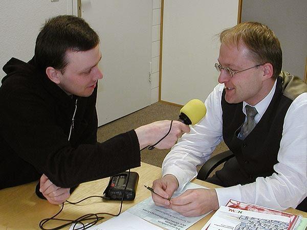 Im Interview: Marek Schirmer (links) spricht mit dem Stadtkämmerer der Stadt Witten Matthias Kleinschmidt (rechts)