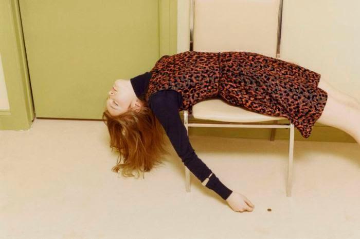 Model Peraga Fesyen Victoria Beckham Gayakan Pose Lain dari yang Lain