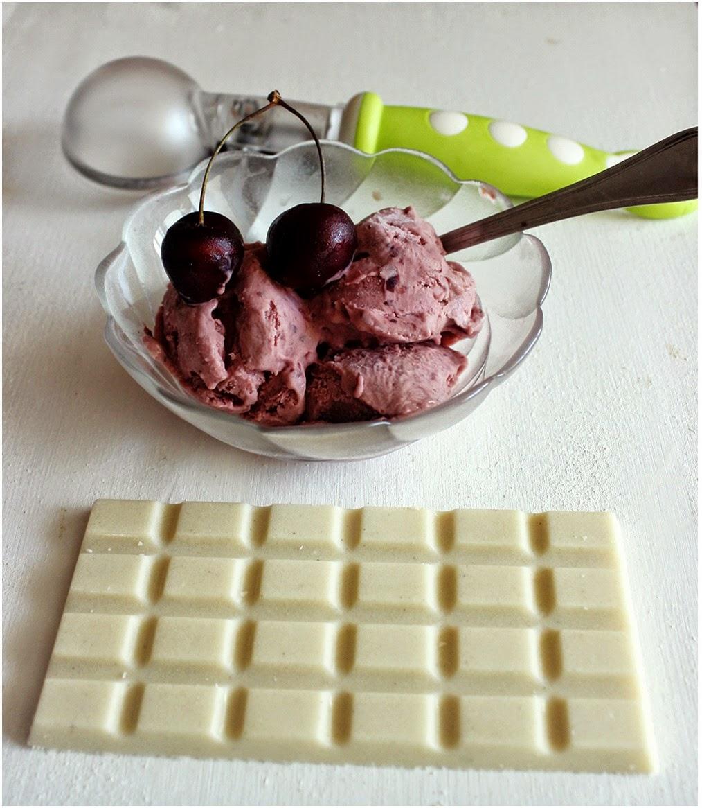 Valkosuklainen kirsikkajäätelö(vegan) ja artesaanileipurin perässä kannattaa juosta,,,,,