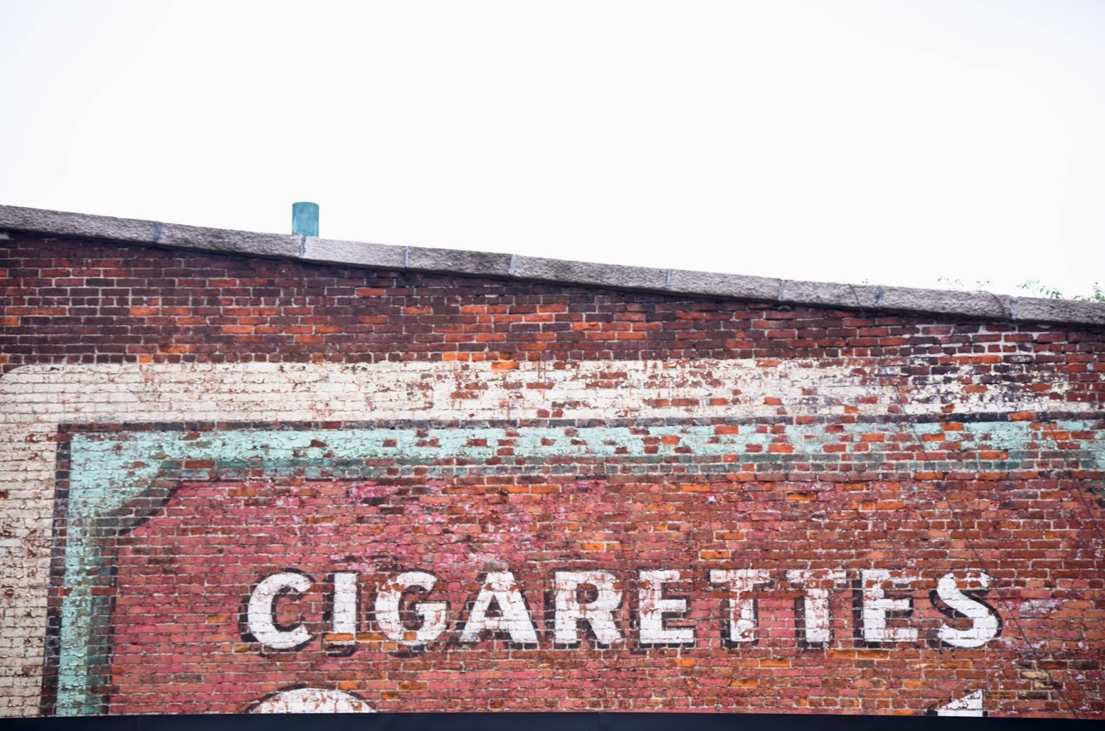 vintage cigaretttes sign painted in Quebec city, Canada