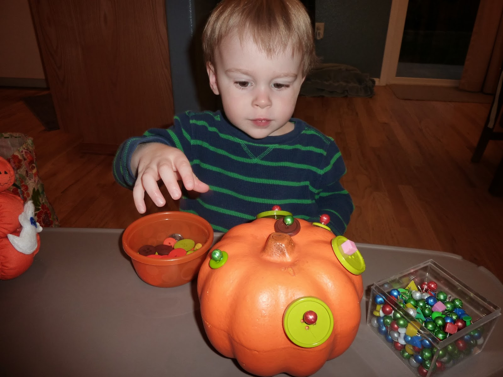 http://aztoid.blogspot.com/2013/10/tot-school-pumpkins.html