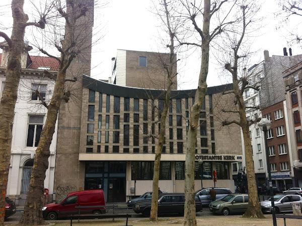 Bruxelles - Eglise protestante - protestantse klerk - Nederlandse Evangelische Hervormde Kerk  Architectes: Remy Nivoy, Claude Fisco  Construction: 1968
