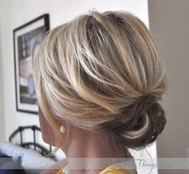 enkel festfrisyr halvlångt hår