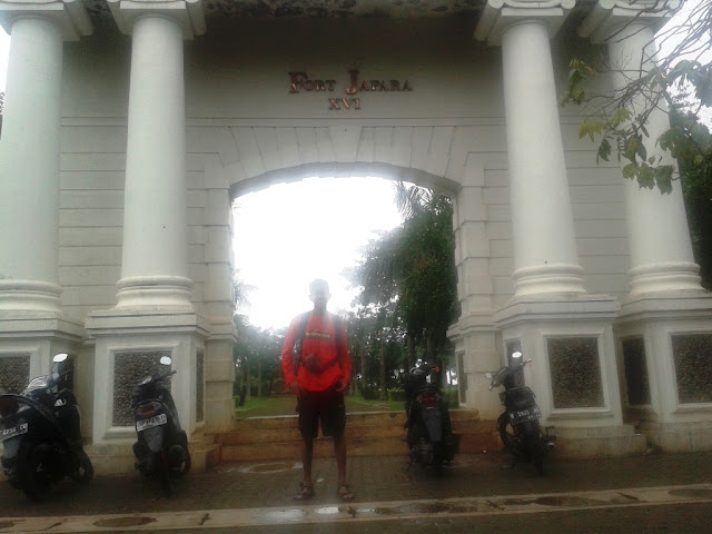 Di pintu gerbang Benteng VOC, Jepara