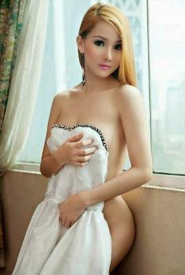 Foto Model Malaysia Telanjang Setengah Bugil