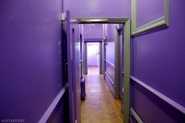 aliciasivert, alicia sivertsson, london med grabbarna, england, clink 78, hostel, purple hallway, lila korridor