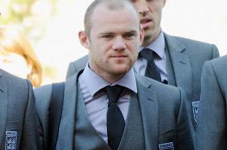 Tres partidos de sanción para Wayne Rooney