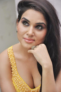 Kavya Singh Hot Cleavage pics